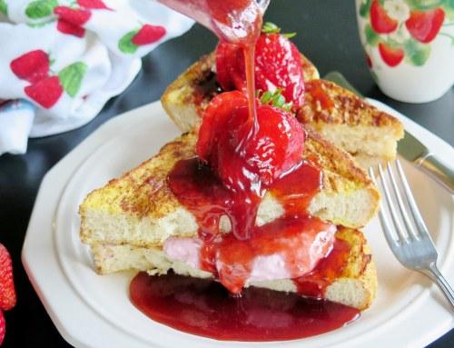 Serpenyős toast-szendvics epres-zöldfűszeres grill sajttal